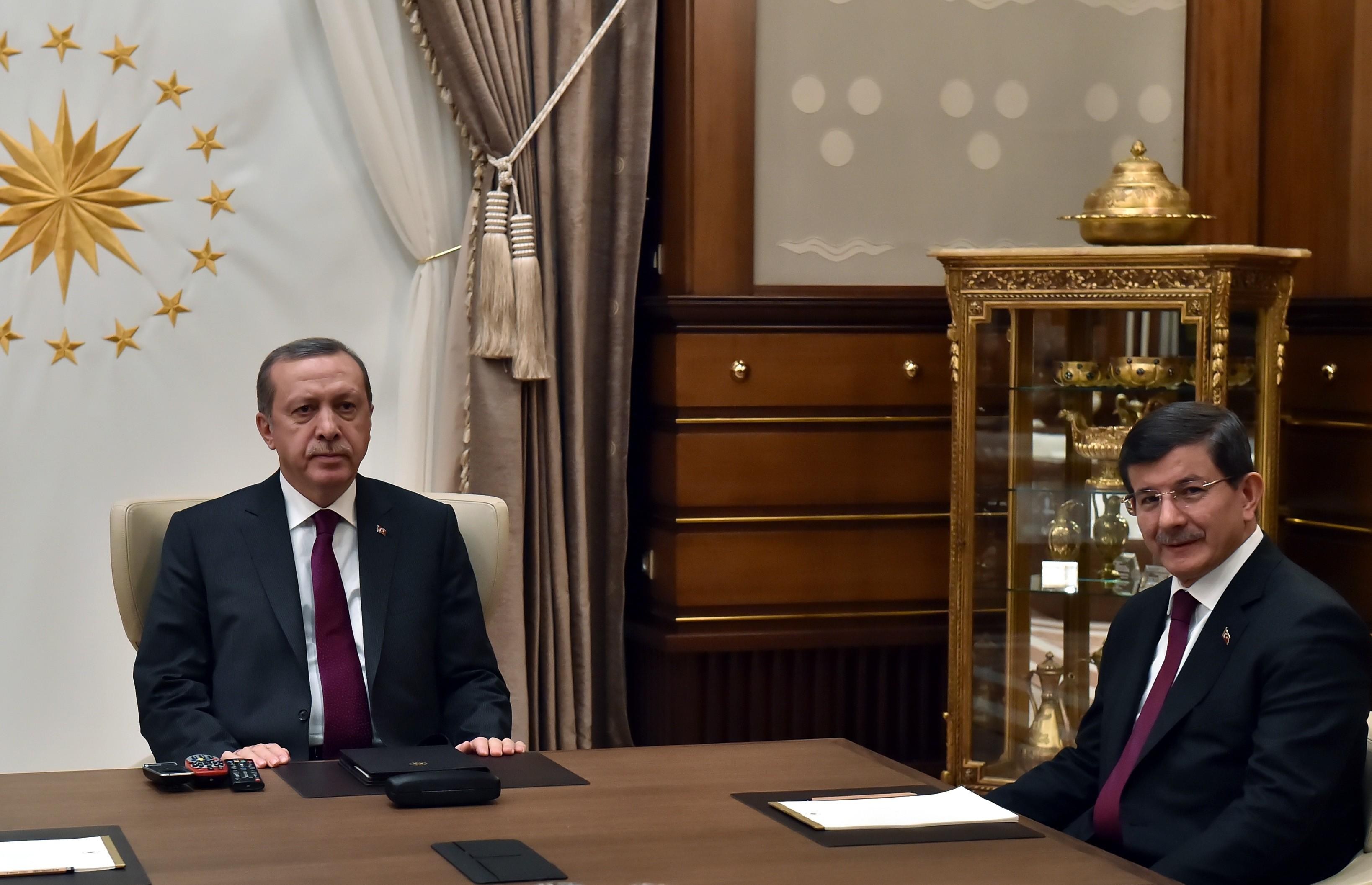 Cumhurbaşkanı Recep Tayyip Erdoğan, Başbakan Ahmet Davutoğlu'nu kabul etti.  (Murat Çetinmühürdar/Cumhurbaşkanlığı - Anadolu Ajansı)