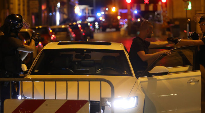 Police officers carry out checks on vehicles in the centre of French Riviera town of Nice, after a van drove into a crowd watching a fireworks display on July 14, 2016. At least 60 people are feared dead after a van drove into a crowd watching Bastille Day fireworks in the French resort of Nice on July 14, authorities said on July 15. / AFP PHOTO / Valery HACHE